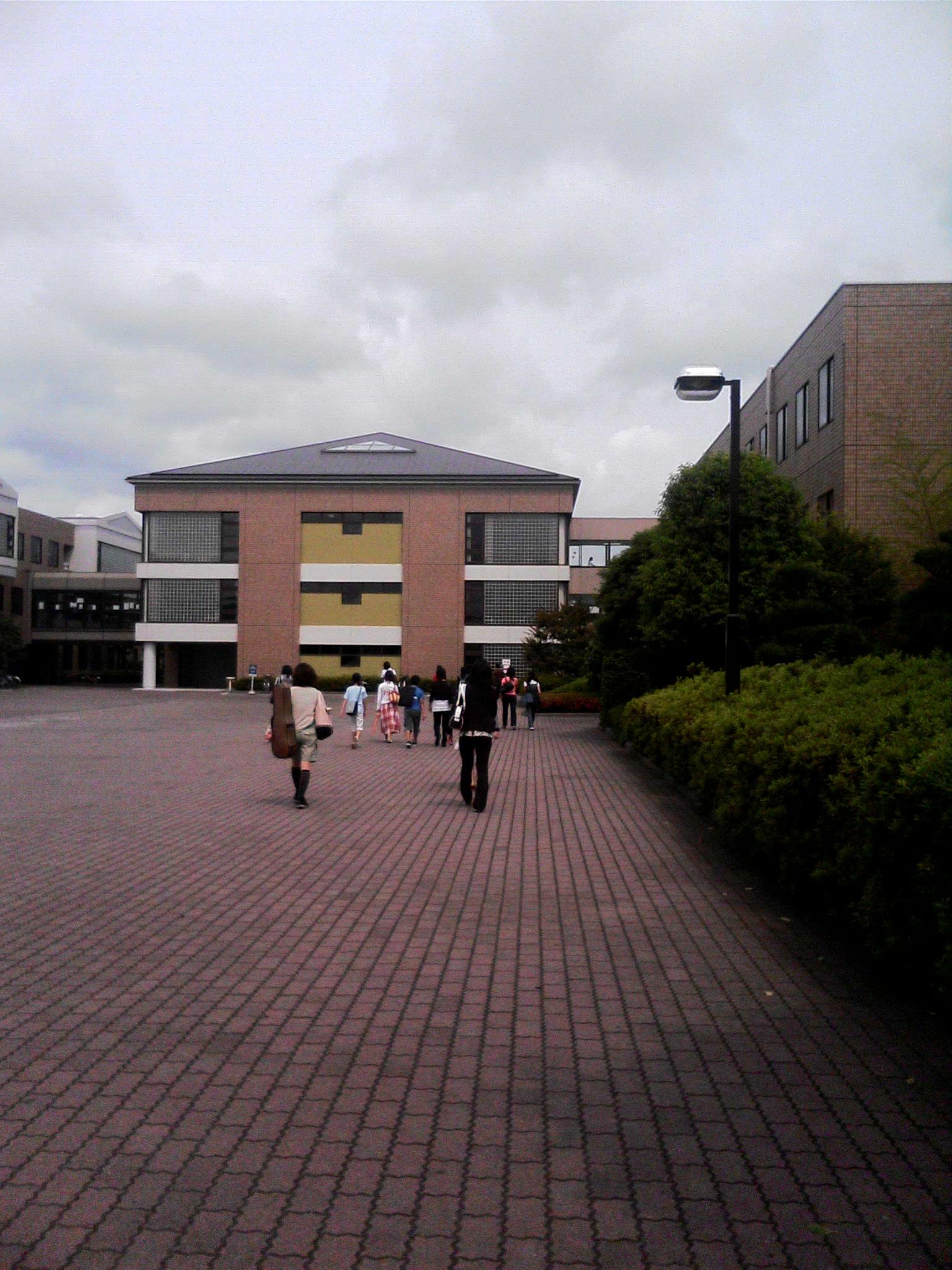 外語 学院 神田
